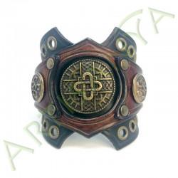 vue de face du Bracelet Ragnar manchette_ Mérovingienne
