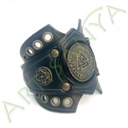 vue de 3/4 du Bracelet Ragnar manchette_ 3 Nornes
