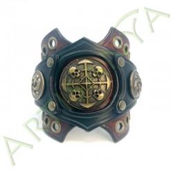 vue de face du Bracelet Ragnar manchette_ Têtes de mort