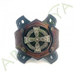 vue de face du Bracelet Ragnar manchette_ Croix Nimbée