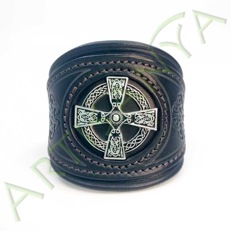 vue de face du Bracelet Khal Drogo_Croix Celtique