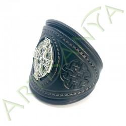 vue de 3/4 du Bracelet Khal Drogo_Croix Celtique