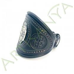 vue de 3/4 du Bracelet Khal Drogo_Croix Métal Celte