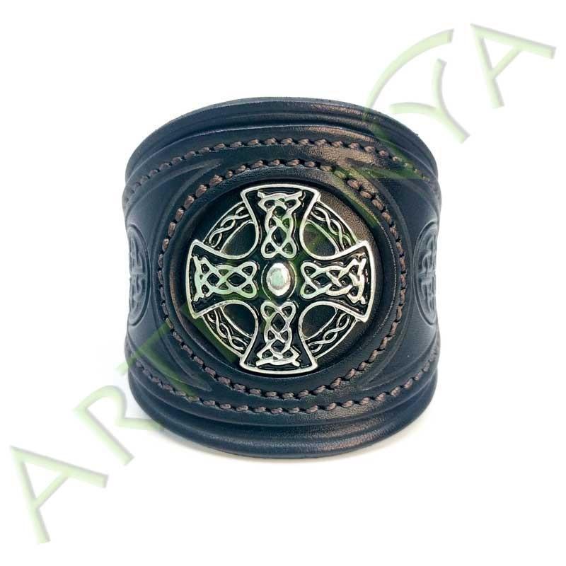 vue de face du Bracelet Khal Drogo_Croix Métal Celte