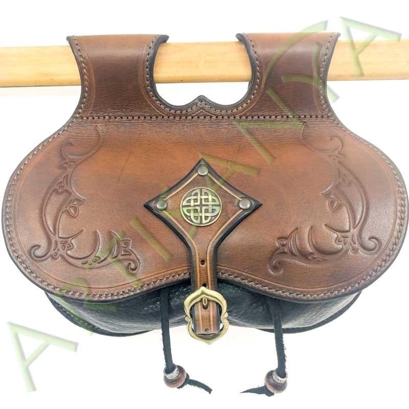vue de face de l'Escarcelle en cuir Cul-de-vilain_Arabesque Celte