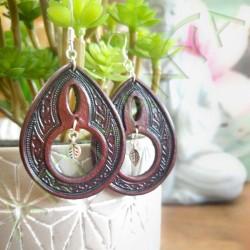 vue d'ensemble de la Paire de en cuir ethnique esprit sylvain avec feuille argentée boucles d'oreille en cuir ethnique esprit sy