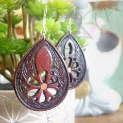 vue d'ensemble de la Paire de boucles d'oreille en cuir ethnique fleur étoilée