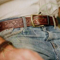 mise en situation de la ceinture en cuir chêne